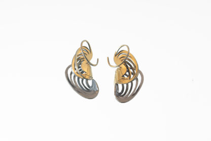 medium ripples clamshell earring in gold silver bi-metal